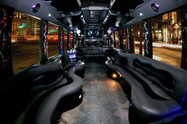 4 Steps to Find the Right Party Bus